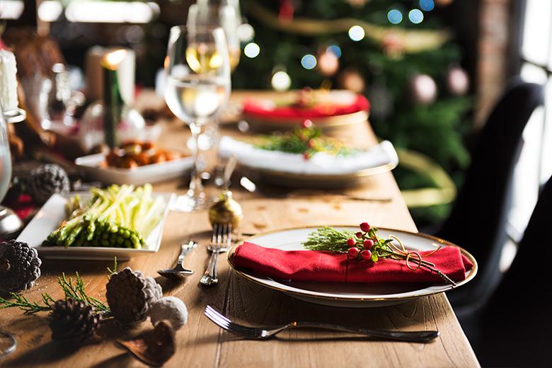 mesa decorada en navidad
